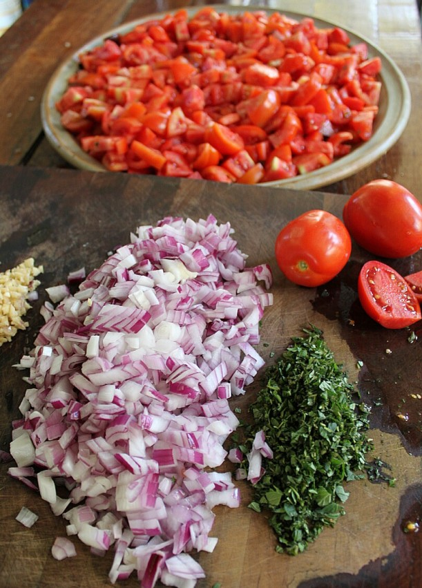 The essential fresh ingredients for a tasty tomato sauce.