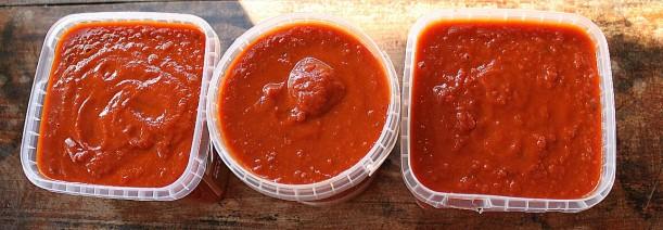 Tomato sauce prepared for the freezer.